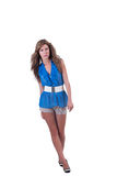 Arbeiten Sie Frau im Blau c-durch Bluse, BH und kurze Hosen um Stockfotografie