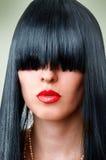 Arbeiten Sie Frau mit den verlockenden roten Lippen und Knall um Lizenzfreies Stockfoto
