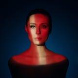 Arbeiten Sie Kunstporträt der eleganten nackten jungen Frau um Stockbild
