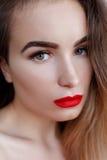 Arbeiten Sie Kunststudioporträt der eleganten Frau mit den roten Lippen um Lizenzfreie Stockbilder