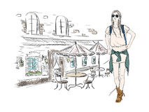 Arbeiten Sie Mädchen in der Großstadt auf dem Hintergrund der Architektur um Lizenzfreie Stockfotos