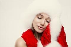 Arbeiten Sie Porträt der jungen schönen Frau um, die auf weißem backgr aufwirft Lizenzfreie Stockbilder