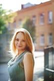 Arbeiten Sie Porträt der schönen jungen Frau im c um Lizenzfreies Stockfoto