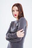 Arbeiten Sie Porträt der schönen jungen Frau mit den roten Lippen um Stockbild