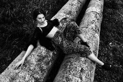 arbeiten Sie Porträt im Freien einer schönen Brunettefrau um Lizenzfreies Stockfoto