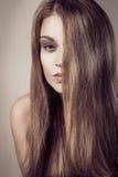 Arbeiten Sie Porträt junge sexy attraktive Frau langes blondes Haar um Stockfotos