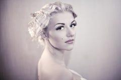 Arbeiten Sie Portrait der jungen eleganten Frau um Stockbild