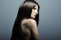 Arbeiten Sie Portrait einer jungen schönen Frau um Lizenzfreies Stockfoto