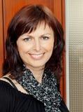 Arbeiten Sie Schönheits-Portrait der smilling Frau um Lizenzfreies Stockbild