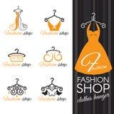 Arbeiten Sie Shoplogo - orange Kleiderbügel und Kleid und Schmetterling um Stockfotos
