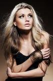 Arbeiten Sie Studioportrait der jungen Frau um Stockfotos