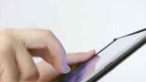 Arbeiten an Touch Screen Tabletten-PC stock footage