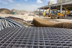 Arbeiten umgebend an der Baustelle stockbild