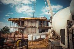 Arbeiten und Errichten an Projekt des neuen Hauses Stockfotos
