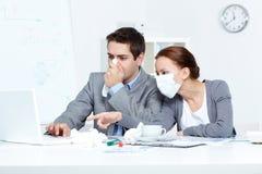 Arbeiten während der Krankheit Lizenzfreie Stockfotos