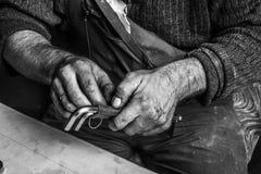 Arbeitende schmutzige Hände Stockbild