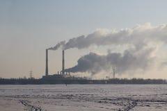 Arbeitendes Wärmekraftwerk Lizenzfreie Stockfotos