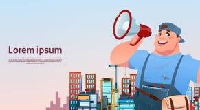 Arbeiter-Griff-Megaphon über Stadt-Gebäude-Hintergrund, Karikatur-Schlosser-International Labor Day-Konzept Lizenzfreies Stockfoto