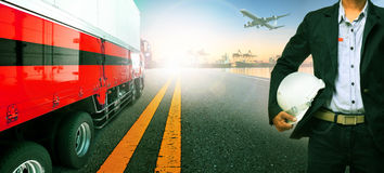 Arbeiter, LKW-Transport im Import, Exportschiffs-Hafenhafen Stockbilder
