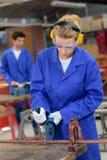 Arbeitnehmerinausschnitt-Metallstange lizenzfreie stockfotografie