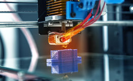 Arbeits-Design yelement Mechanismus des Druckers 3d des Gerätes während der Prozesse Stockfoto