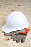 Arbeits-Handschuhe u. harter Hut Lizenzfreie Stockbilder