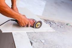 Arbeitsausschnittfliesenboden für neuen Wohnungsbau Stockbilder