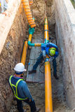 Arbeitsbauerdgasleitung stockbild