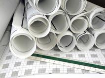 Arbeitsbereich, Hilfsmittel und Lichtpausen des Architekten Lizenzfreies Stockfoto