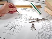 Arbeitsbereich, Hilfsmittel und Lichtpausen des Architekten Lizenzfreie Stockbilder