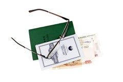 Arbeitsbuch und Spareinlagen-Buch von Sparkasse der Russischen Föderation lizenzfreie stockfotos