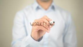 Arbeitsfluß, Mann-Schreiben auf transparentem Schirm Stockfoto