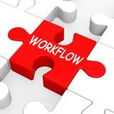 Arbeitsfluss-Puzzlespiel zeigt Prozessfluß oder Verfahren Stockfoto