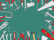 Arbeitsgeräte auf grünem Hintergrund Lizenzfreies Stockfoto