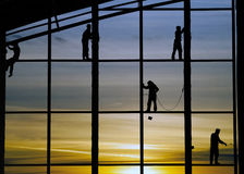 Arbeitskräfte auf dem Bau des Gebäudes Lizenzfreie Stockbilder