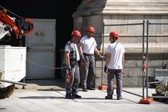 Arbeitskräfte auf Wänden von Duomodi Mailand Lizenzfreie Stockbilder