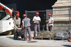 Arbeitskräfte auf Wänden von Duomodi Mailand Lizenzfreie Stockfotografie