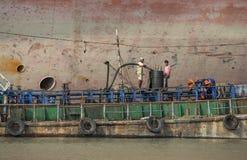Arbeitskräfte der alten Abwrackwerft in Bangladesch Stockfoto