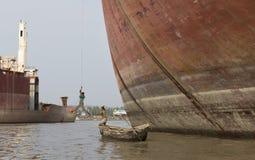 Arbeitskräfte der alten Abwrackwerft in Bangladesch Lizenzfreies Stockfoto