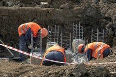 Arbeitskräfte an der Baustelle lizenzfreies stockbild
