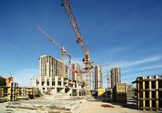 Arbeitskräne, Gebäude im Bau Stockfotos