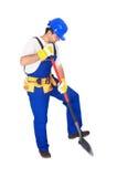 Arbeitskraft in der Uniform, die mit einer Schaufel arbeitet Stockbild