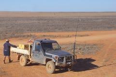Arbeitskraft einer Viehstation transportiert Waren in der Wüste, West-Australien Lizenzfreie Stockfotos