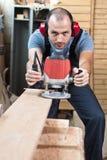 Arbeitskraft mit einem Fräser, vertikal. Lizenzfreie Stockfotos