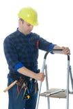 Arbeitskraft mit Strichleiter Lizenzfreie Stockbilder