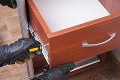 Arbeitskraft repariert Möbel Lizenzfreies Stockfoto