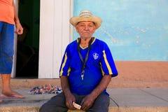 Arbeitskraft-Reste außerhalb seines Hauses, Kuba Stockbild