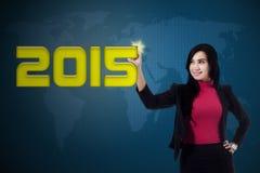 Arbeitskraft schreibt 2015 auf virtuellen Schirm Stockfotos