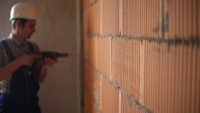 ArbeitskraftBohrloch in Wand bokeh stock video footage