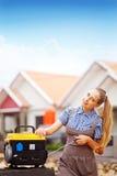 Arbeitskraftfrau mit Ausrüstung Stockbilder
